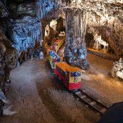 Predjamski dvorac i Postojnska jama, jednodnevno putovanje autobusom iz Pule i Poreča